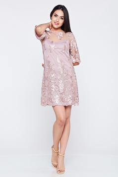 Lila LaDonna alkalmi hímzett ruha csipkés anyagból