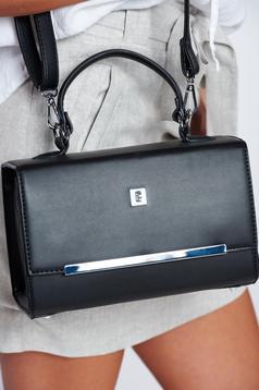 Fekete táska fémes kiegészítő hosszú, állítható pánt