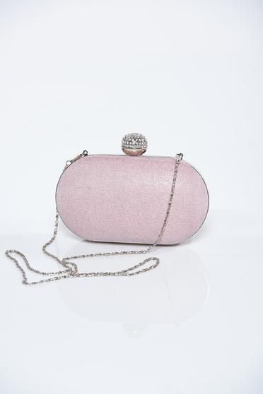 81eeb51898e3 Világos rózsaszín táska fémes kiegészítő csillogó díszítések