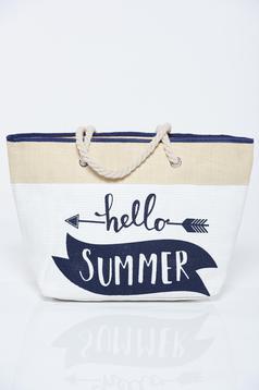 Fehér táska írásos mintával strandi