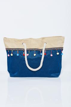 Kék táska bojtos strandi