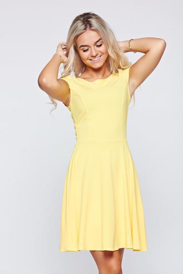 Sárga StarShinerS ruha kivágott hátrész harang alakú