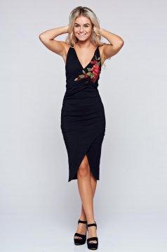 Fekete StarShinerS átfedéses ruha hímzett betétekkel
