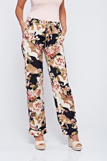 Rózsaszínű PrettyGirl zsebes nadrág virágmintás díszítéssel festival look by