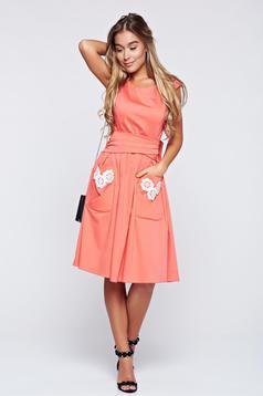 Korall LaDonna hímzett pamutból készült harang alakú ruha
