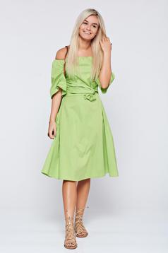 Világos zöld LaDonna a vállakon harang ujjakkal ruha