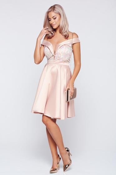 Rózsaszínű Fofy váll nélküli alkalmi ruha szatén anyagból