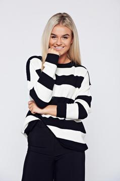 Fekete bő szabású hétköznapi kötött pulóver