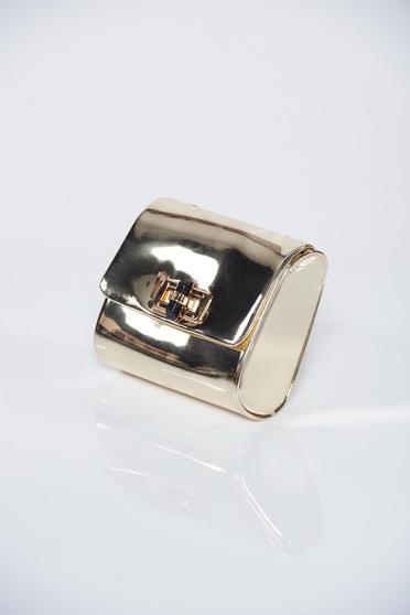 Arany fémes táska lánccal