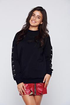 Hétköznapi pamutból készült bő szabású fekete pulóver