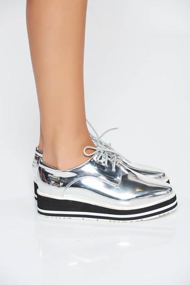 Cipő ezüst casual fűzővel köthető meg fémes jelleg műbőr