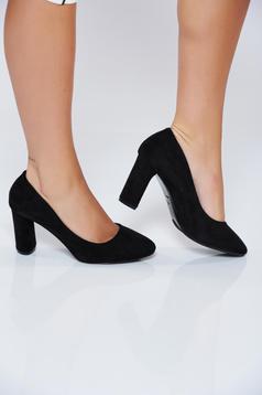 Fekete irodai magassarkú cipő műbőrből