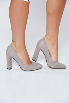 Szürke irodai magassarkú cipő műbőrből