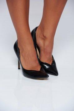 Fekete cipő irodai magassarkú enyhén hegyes orral