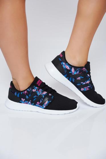 Fekete lapos habtalpú Adidas originals hétköznapi sport cipő fűzővel köthető meg