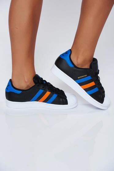 Fekete Adidas originals hétköznapi sport cipő fűzővel köthető meg