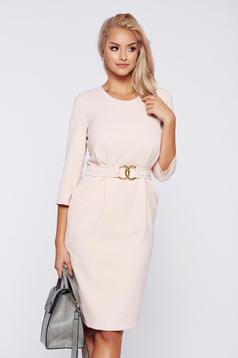 Rózsaszínű PrettyGirl ruha irodai fémes kiegészítő