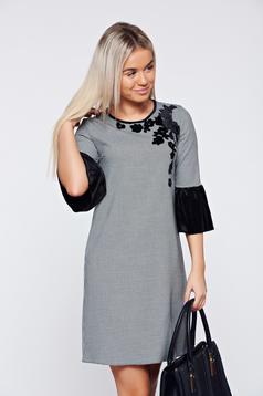 Fekete LaDonna hétköznapi elegáns bő szabású ruha virágos díszekkel