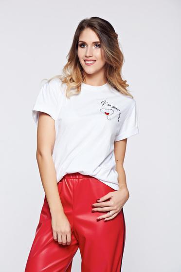 Fehér StarShinerS hétköznapi pamutból készült póló felirattal