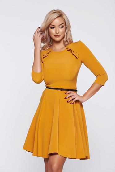Mustársárga StarShinerS elegáns harang alakú hétköznapi ruha öv típusú kiegészítővel