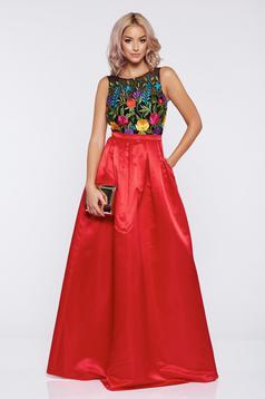 Piros Fofy hosszú alkalmi szatén ruha hímzett betétekkel