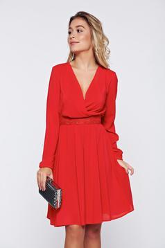 Piros StarShinerS átfedéses alkalmi ruha fátyol anyagból