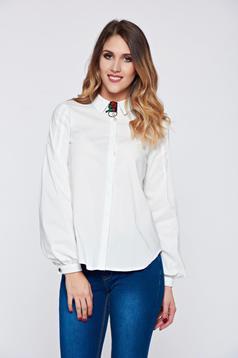 Fehér Fofy hegyes gallérú irodai női ing bross kiegészítővel
