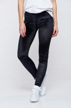 Fekete Ocassion elegáns kónikus bársony nadrág