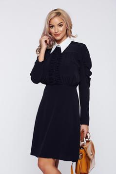 Fekete PrettyGirl elegáns hétköznapi ruha hegyes gallér gyűrött anyag