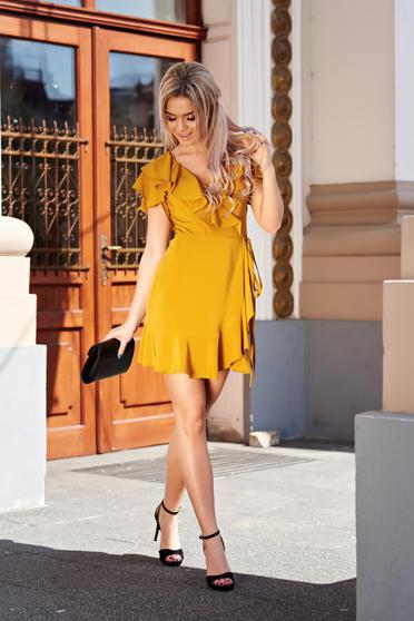 Mustársárga Ana Radu elegáns átfedéses fodros ruha