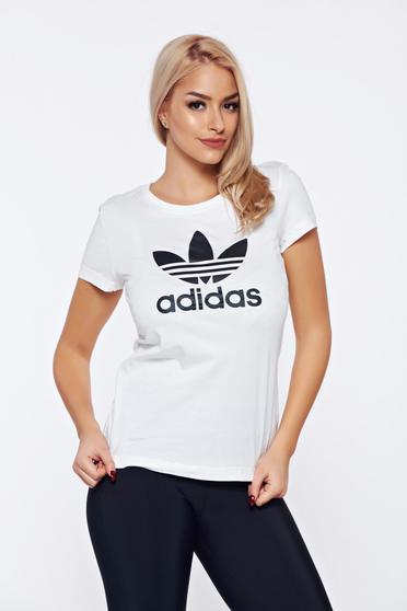 Fehér Adidas sportos pamutból készült póló írásos mintával