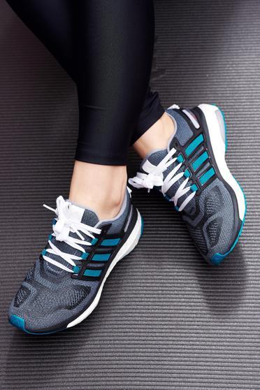 Zöld Adidas hétköznapi sport cipő a talp nagyon könnyű fűzővel köthető meg