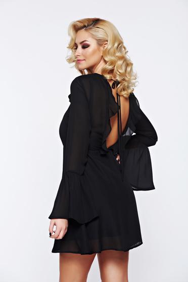Fekete PrettyGirl elegáns ruha fátyol anyagból teljesen kivágott hátrésszel