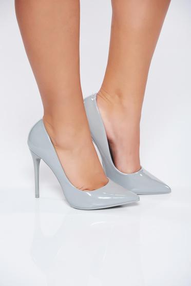 Szürke irodai elegáns lakkozott magassarkú cipő