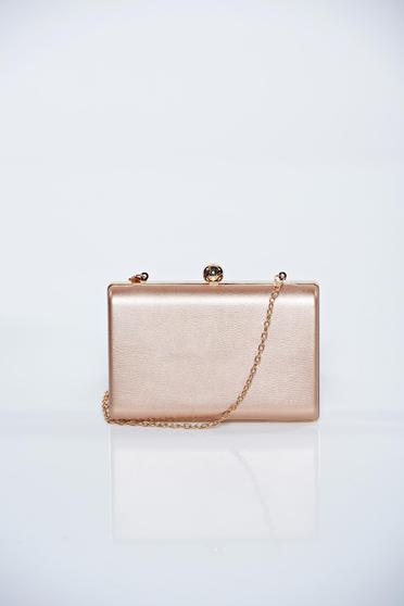 Rózsaszínű alkalmi táska fémes kiegészítő