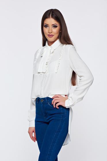 Fehér PrettyGirl elegáns női ing fátyol anyagból asszimmetrikus szabással fodrokkal a mellrészen