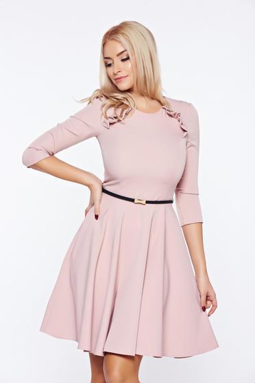 Rózsaszínű StarShinerS elegáns hétköznapi ruha öv típusú kiegészítővel