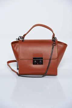 Barna hétköznapi táska egy rekesszel, belső zsebekkel