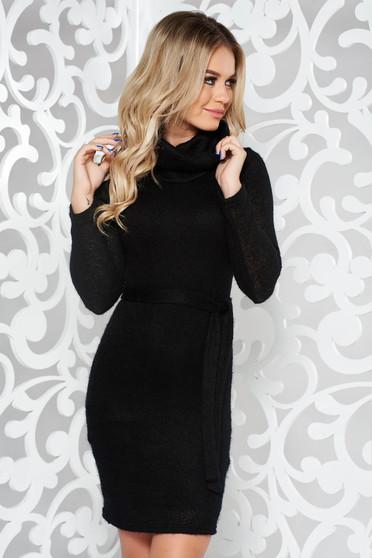 Fekete PrettyGirl hétköznapi kötött ruha övvel ellátva