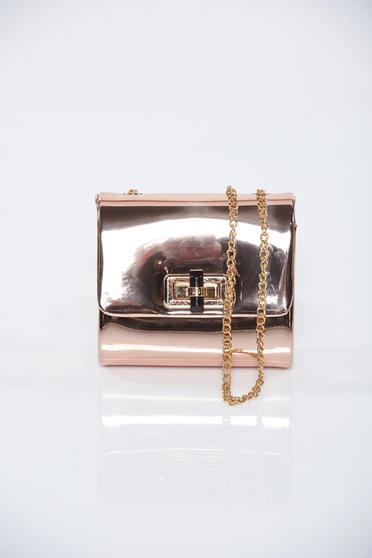 Rózsaszínű fémes jelleg táska lánccal