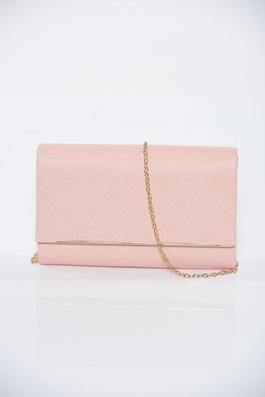 Rózsaszínű alkalmi fémes jelleg táska lánccal
