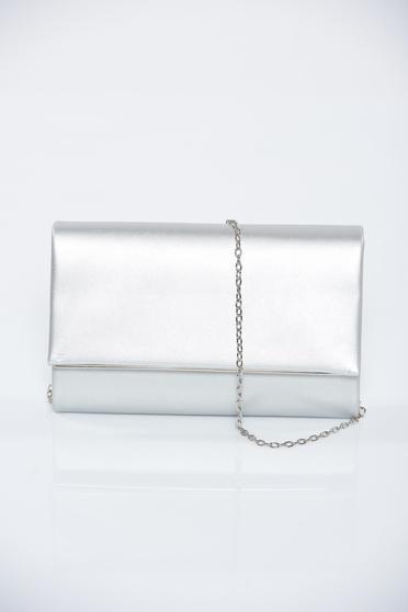 Ezüst fémes jellegű alkalmi táska lánccal