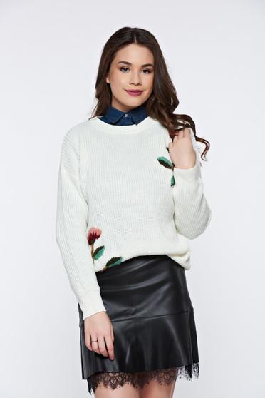 Fehér hétköznapi bő szabású kötött pulóver virágos díszek