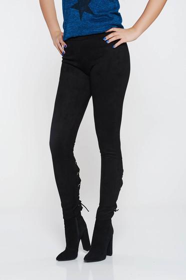 Fekete hétköznapi kónikus nadrág velúrból alacsony derekú zsinórral van ellátva