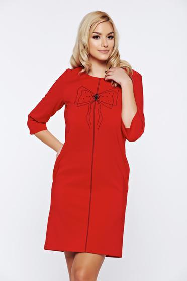 Piros LaDonna hétköznapi bő szabás ruha hímzett betétekkel