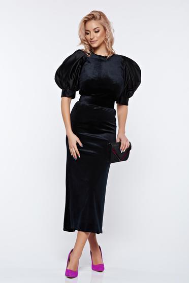 Fekete Ana Radu alkalmi bársony ruha övvel ellátva