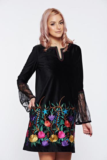 Fekete LaDonna hímzett bársony ruha csipke ujj