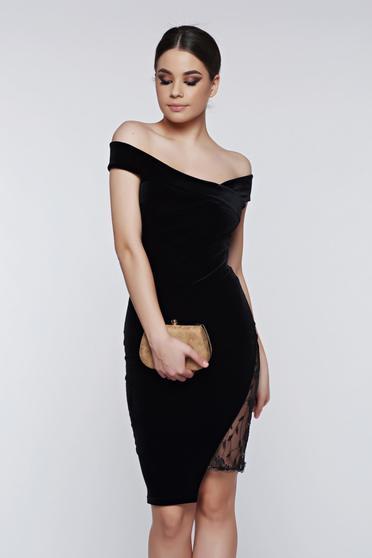 Fekete Fofy alkalmi váll nélküli bársony ruha csipke díszítéssel