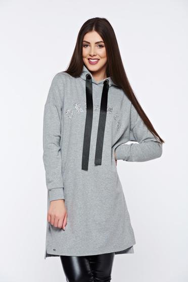 Szürke Top Secret hétköznapi bő szabás pulóver strassz köves díszítéssel