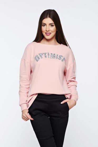 Rózsaszínű Top Secret hétköznapi bő szabású pulóver csillogó kiegészítőkkel